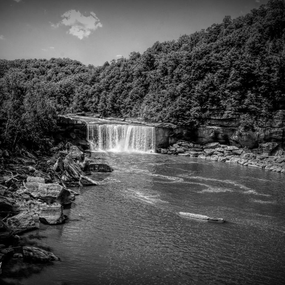 0000130 Cumberland Falls Black and White