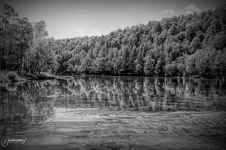 0000155 Cumberland River Reflection in B