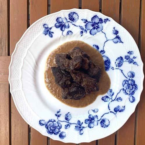 <冷凍惣菜>福岡県産ふるの牛スネ肉の赤ワイン煮