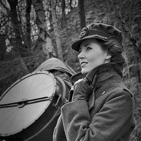 Miss Beth Belle - 1940s & vintage singer