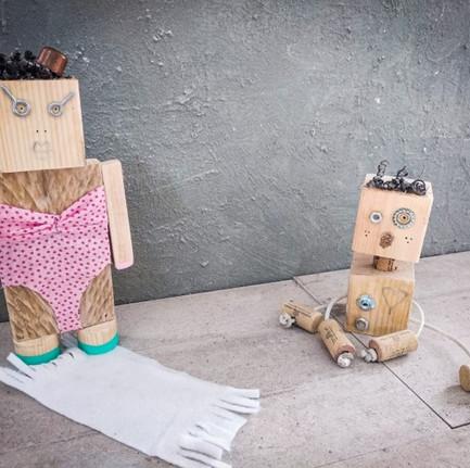 ילד ואמא רובוט.jpg
