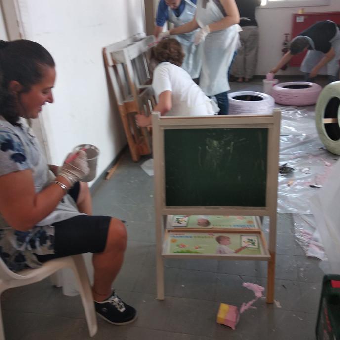 יום גיבוש עובדים - שיפוץ רהיטים