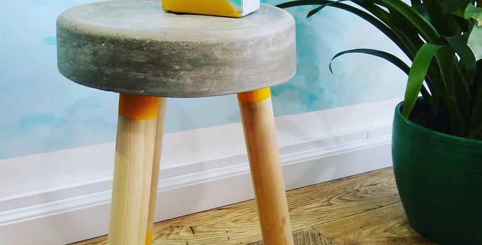 שרפרף מבטון - רגליים עגולות