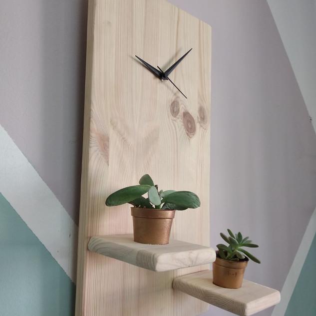 שעון עץ עם עציציצונים