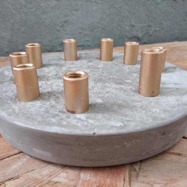 חנוכיה מבטון | עיצוב בבטון| סדנאות יצירה  | GRAYISH & CO.