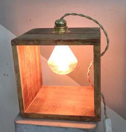 מנורת-עץ-מסגרת.jpg