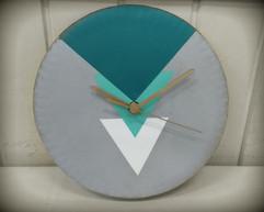 שעון בטון גאומטרי