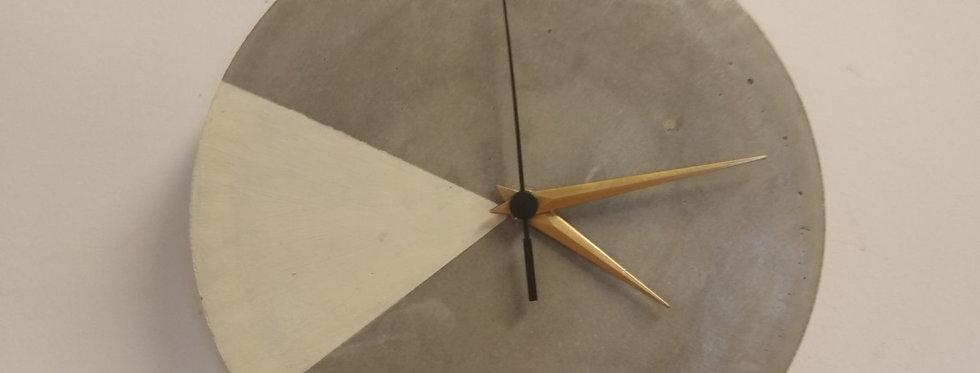 שעון בטון - משולש לבן