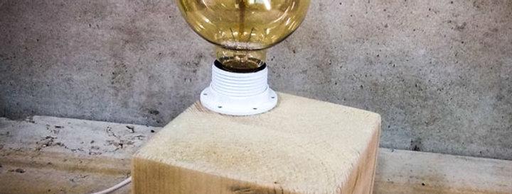 מנורת שולחן מינימליסטית מעץ מלא
