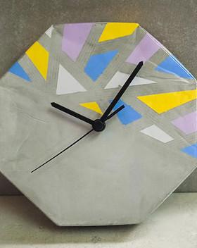 שעון-בטון-גאומטרי-מתומן.jpg