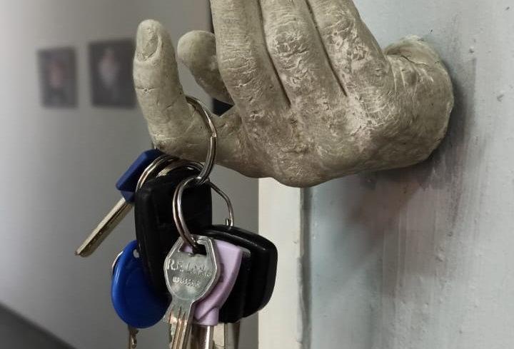 ערכת יצירה ליצירת מחזיק מפתחות בצורת כף היד