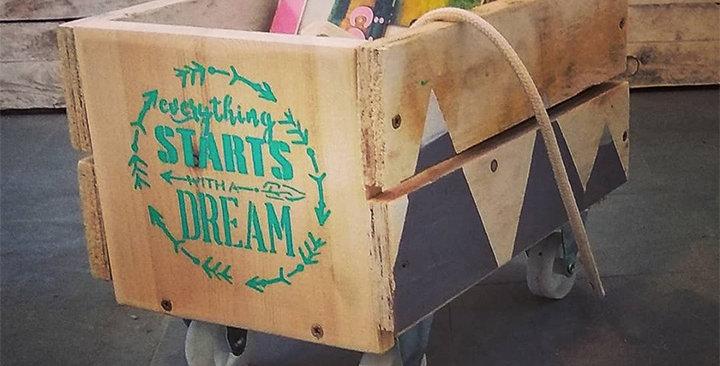 ארגז עץ קטן לספרים על גלגלים -ערכת יצירה