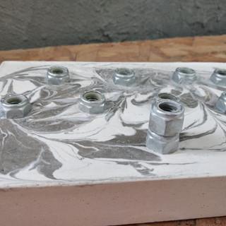 חנוכיה מבטון   עיצוב בבטון  סדנאות יצירה    GRAYISH & CO.