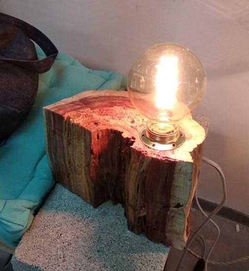 מנורת-שולחן--עיצוב-גופי-תאורה---מנורת-גז