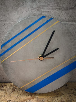 שעון בטון פסים