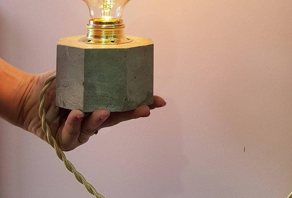 מנורת לילה מתומנת מבטון