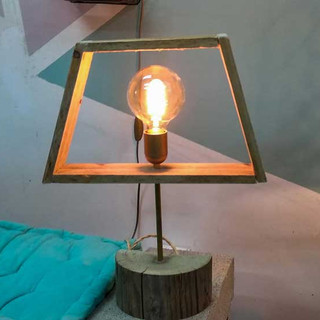 מנורה-מעוצבת-בסדנת-עץ.jpg