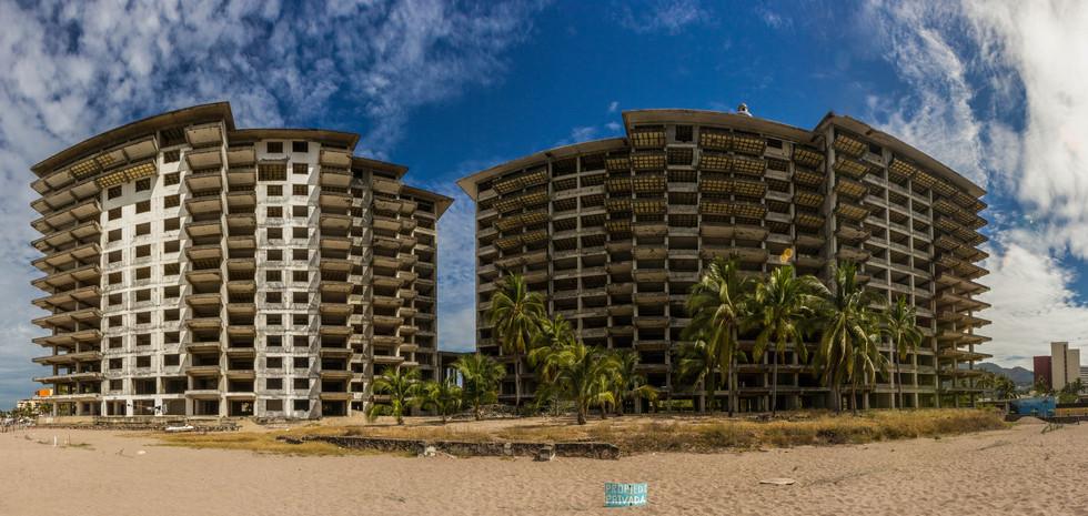 Hotel Playero Abandonado