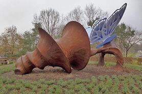 Vlinderwandeling in het Kattenbos, met verschillende werken van art-in-nature kunstenaar Will Beckers