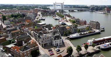 Dordrecht panorama (CC0 Torsade de Pointes Wiki)