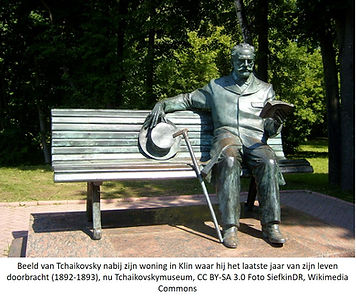 Tchaikovsky bronzen beeld tuin Klin.jpg