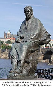 Standbeeld Smetana Praag foto Milolav Rejha.jpg