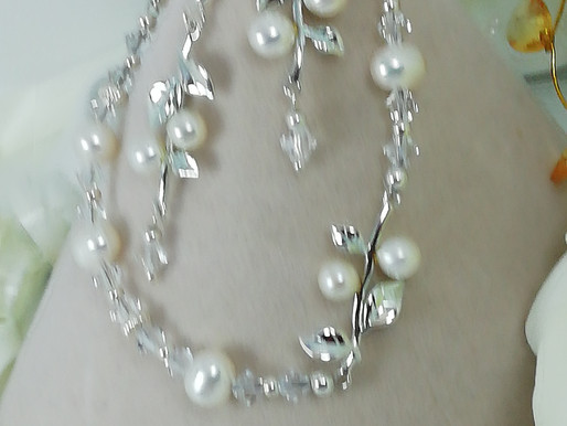 Handmade Freshwater pearls with swarovski crystals and silver beads bracelets