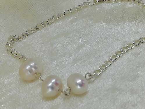 Hnadmade Natural freshwater pearls simply set on silver trace chain with silver clasp bracelets