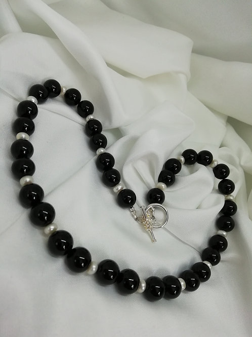 Handmade Black onyx beads and freshwater bati pearls set with a silver necklace