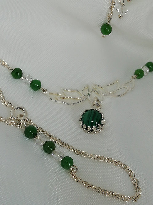 Simple Green Onyx Beads with Crystals set on  a Silver Rope Chain Bracelet
