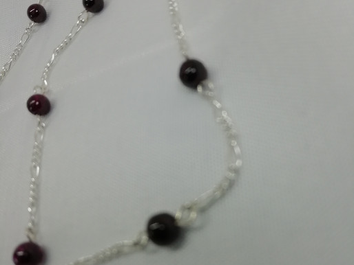 handmade Simple garnet beads set on silver bracelets