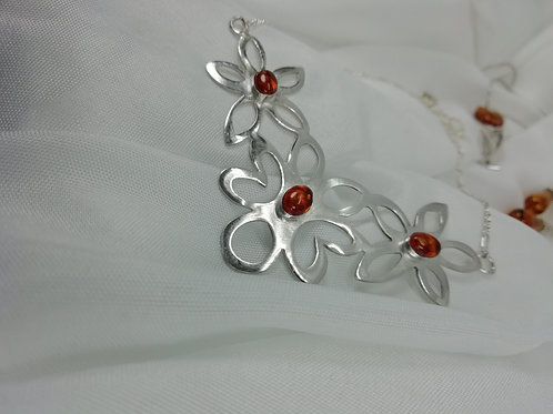 Handmade A pretty design of 3 outline daisies in sterling silver necklace