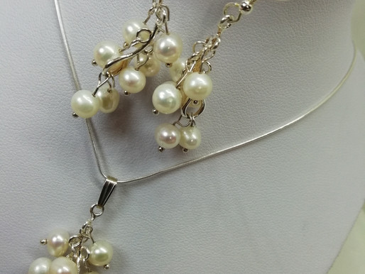 Handmade Freshwater pearls clustered earrings