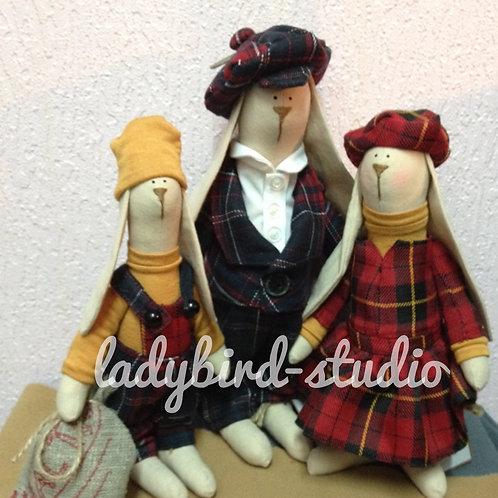 Семья зайцев - шотландцев