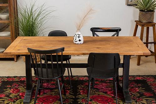 שולחן אוכל אבירים