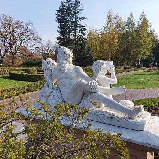 Mezhyhiryia_tour_ilovemycity_kyiv_statue