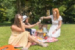 Girls2_food_ilovemycitykiev_picnic.jpg