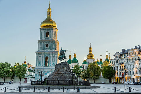 saint-sophia-square-outside-summer-ilove