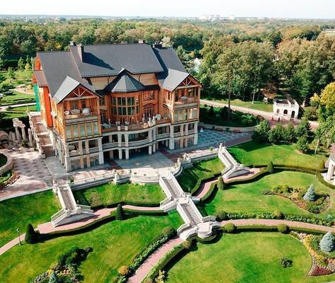 Mezigiria_Ilovemycity_Kiev_outside-honka