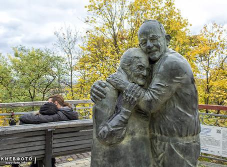 Памятник вечной любви в Киеве. Мокрина и Луиджи