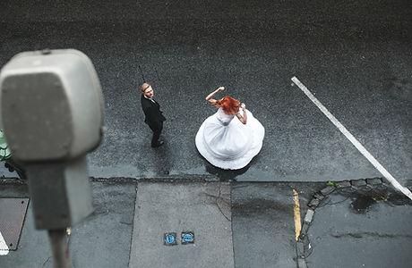 Braut im Regen