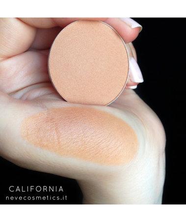 Bronzer in cialda California Terra rosa biscotto dal finish vellutato.