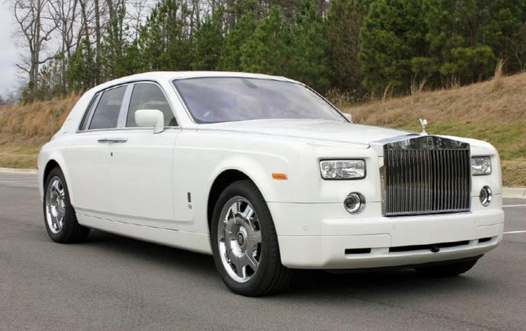 White-Rolls-Royce-Phantom-02.jpg