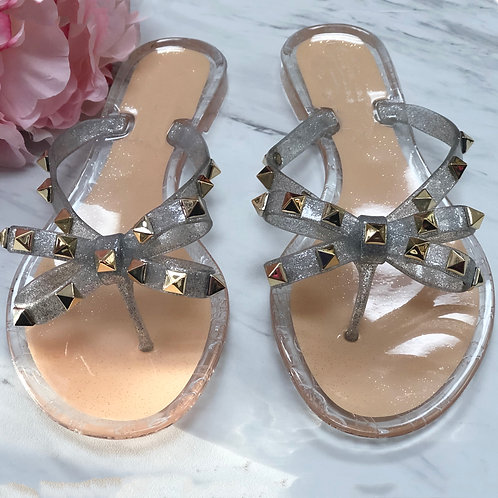 Vacay Mode Whit This Silver Gummy Sandals