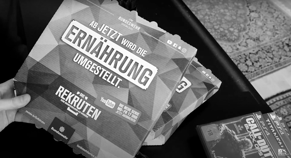 """Werbung für die Bundeswehr-Serie """"Die Rekruten"""" auf Pizzakartons"""