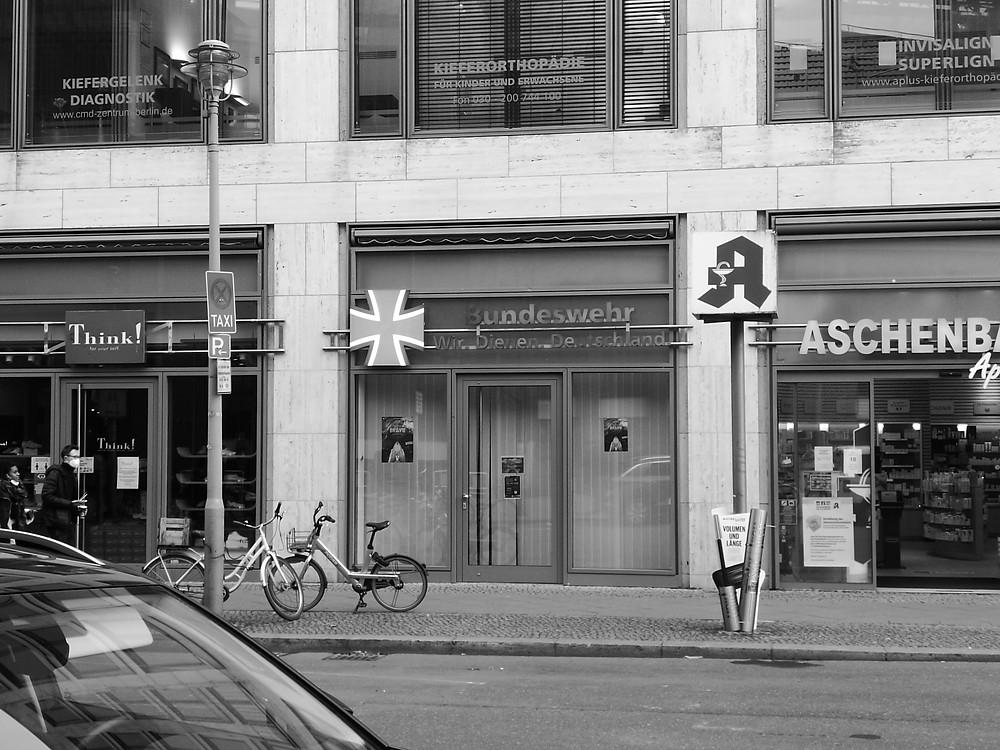 Der Showroom der Bundeswehr in der Friedrichstraße (Berlin Mitte), vorübergehend geschlossen