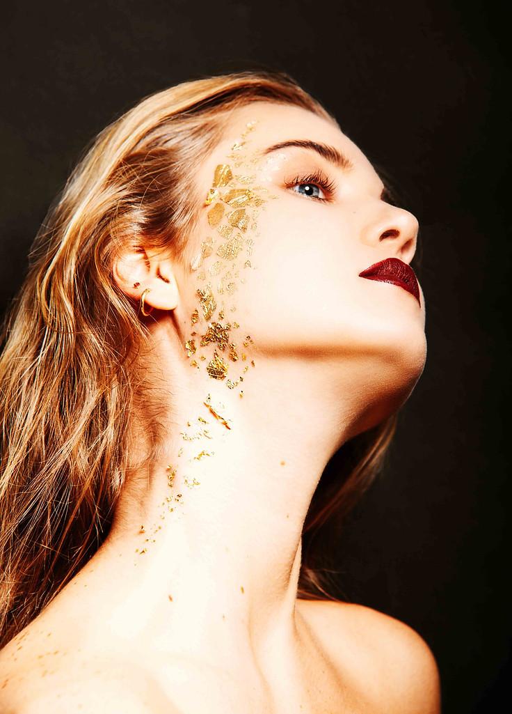 Beauty Portrait mit Gold