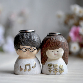 the bride and groom ring holder