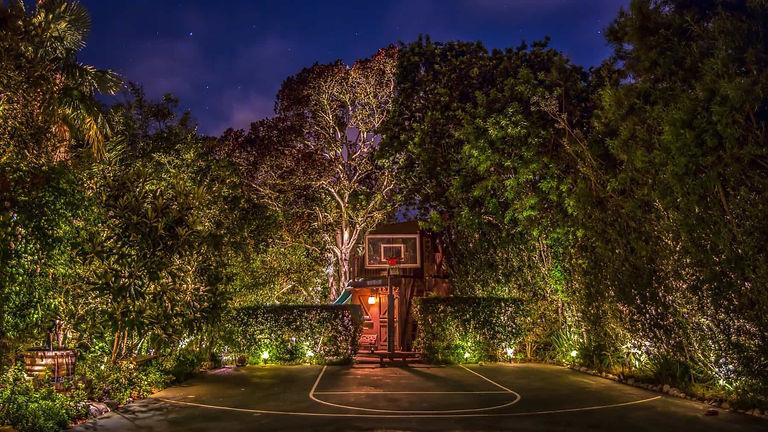 Basketball-Court.jpg