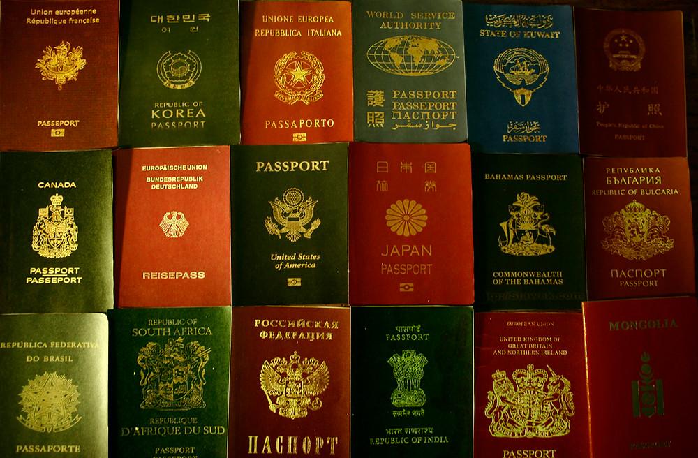 Passaportes de diferentes países. Foto: Flickr (CC)/Baigal Byamba